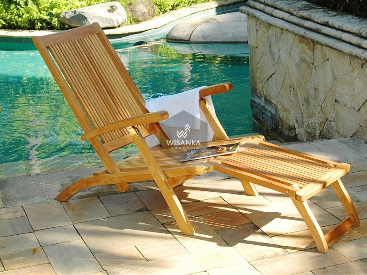 How To Choose Outdoor Lounge Chairs